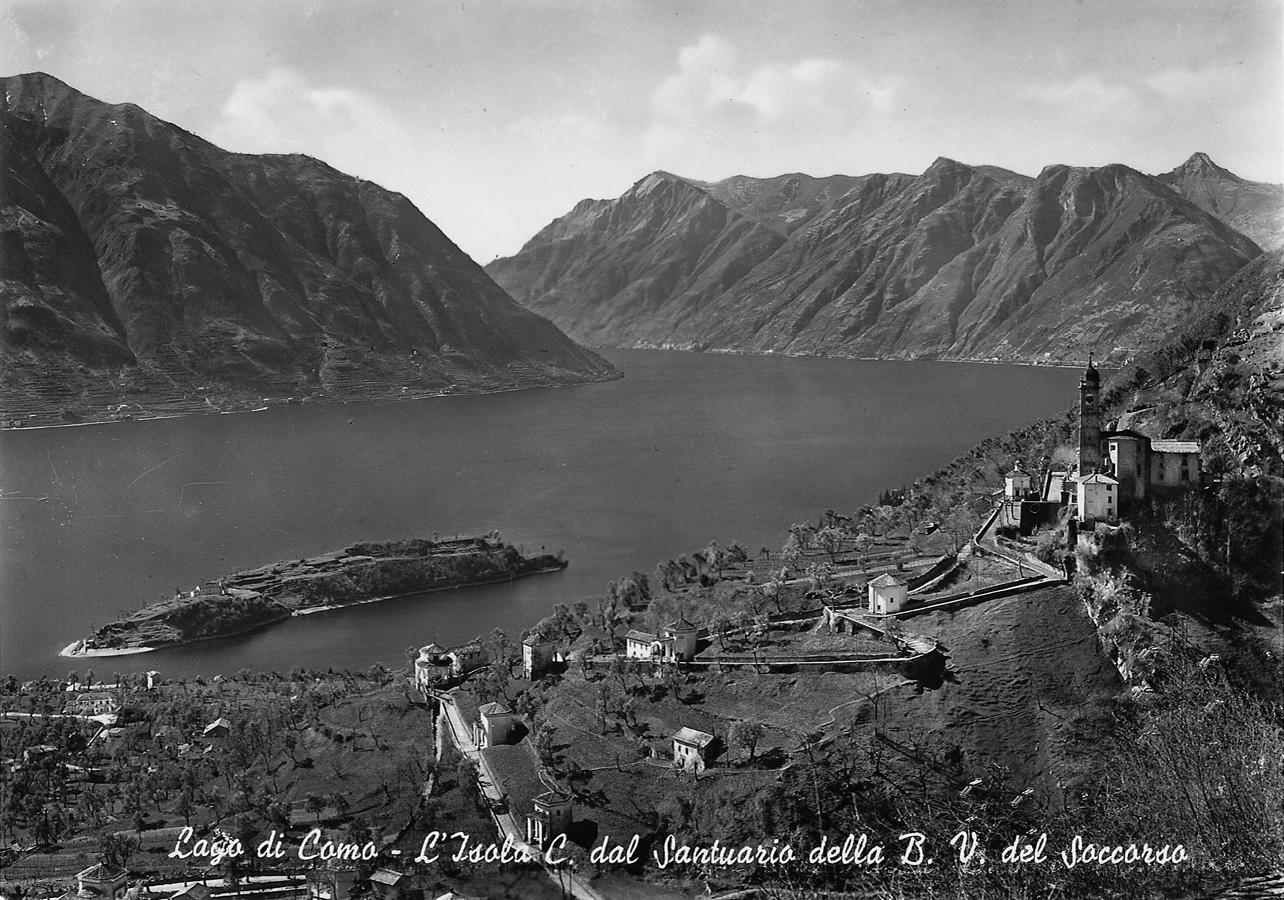Raccolta di vecchie fotografie e cartoline per Mostra